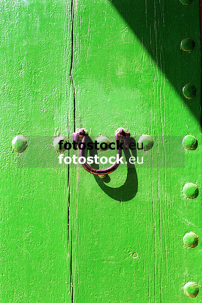 detail of a green painted wooden door with knocker <br /> <br /> detalle de una puerta de madera pintada en verde con llamador<br /> <br /> Detail einer gr&uuml;nen Holzt&uuml;r mit Klopfer<br /> <br /> 2480 x 1655 px<br /> Original: 35 mm