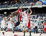2015-10-31 / Basketbal / seizoen 2015-2016 / Antwerp Giants - Limburg United / Stanton KIDD (l.) en Hans VANWIJN proberen Marius Mwendanga (Gaints) af te stoppen.<br /><br />Foto: Mpics.be