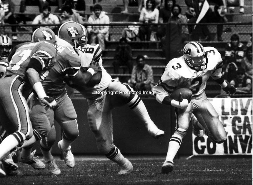 Los Angles Express Kevin Nelson with block from guard Mike Durrette runs against the Oakland Invaders Dewey McClain..(1984 photo/Ron Riesterer)