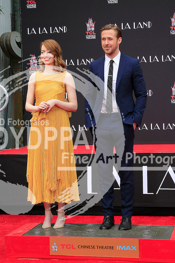 Emma Stone und Ryan Gossling Hand and Footprints Ceremony am TCL Chinese Theatre Hollywood. Los Angeles, 07.12.2016