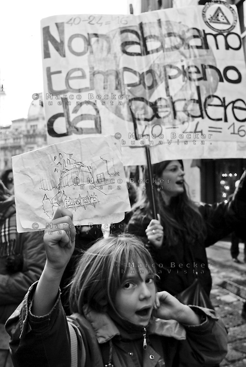 milano, manifestazione contro la riforma dell'istruzione --- milan, demonstration against the school reform