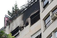 RIO DE JANEIRO, RJ, 14 AGOSTO 2012 - INCENDIO EM COPACABANA-FACHADA DO EDIFICIO  - Fachada do edificio Principe de Nassau onde ocorreu um incendio no apartamento do artista plastico Jean Boghici na noite de segunda feira dia 13 de agosto, em Copacabana, zona sul do Rio de Janeiro.(FOTO:MARCELO FONSECA / BRAZIL PHOTO PRESS).
