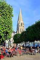 France, Loir-et-Cher (41), Vendôme, place Saint Martin et le clocher de la Trinité // France, Loir et Cher, Vendome, Saint Martin square