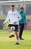 Niklas Süle (Deutschland Germany) mit Bundestrainer Joachim Loew (Deutschland Germany) - 25.03.2018: Training der Deutschen Nationalmannschaft, Olympiastadion Berlin