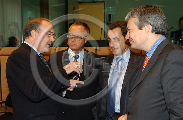 Brussels-Belgium - May 10, 2004---Meeting of the EUROGROUP at the 'Justus Lipsius', seat of the Council of the European Union in Brussels; here, the Spanish Deputy Prime Minister and Minister for Economic and Financial Affairs, Pedro SOLBES MIRA (le), talks with German Federal Minister for Finance, Hans EICHEL (2.le), French Minister for Economic and Financial Affairs, Nicolas SARKOZY (2.ri) and Didier REYNDERS (ri), Belgian Minister for Finance---Photo: Horst Wagner/eup-images