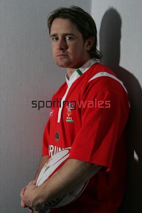Shane Williams.17.05.06.©Steve Pope.Steve Pope Photography.The Manor .Coldra Woods.Newport.South Wales.NP18 1HQ.07798 830089.01633 410450.steve@sportingwales.com.