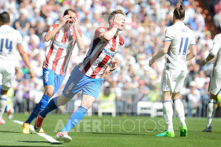 Atletico de Madrid's Diego God&iacute;n and Sa&uacute;l &Ntilde;&iacute;gez during La Liga match between Real Madrid and Atletico de Madrid at Santiago Bernabeu Stadium in Madrid, April 08, 2017. Spain.<br /> (ALTERPHOTOS/BorjaB.Hojas)