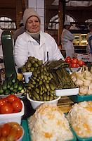 Europe-Asie/Russie/Saint-Petersbourg: Le marché - Détail étal de légumes confits au vinaigre