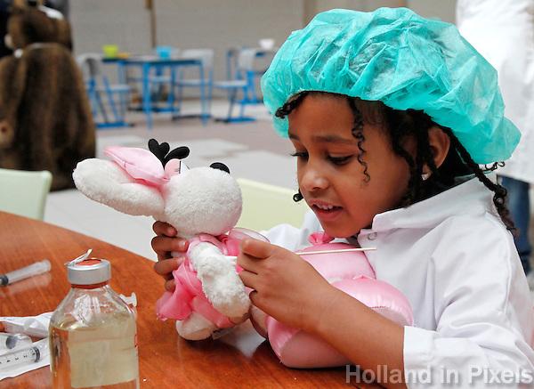 Het Teddy Bear Hospital  is een project waar kleuters  naar het ziekenhuis komen met hun zieke knuffels om deze te laten behandelen door medische studenten