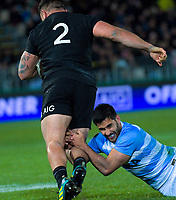 Argentina's Jeronimo de la Fuente tries to stop NZ's Codie Taylor during the Rugby Championship match between the New Zealand All Blacks and Argentina Pumas at Trafalgar Park in Nelson, New Zealand on Saturday, 8 September 2018. Photo: Dave Lintott / lintottphoto.co.nz