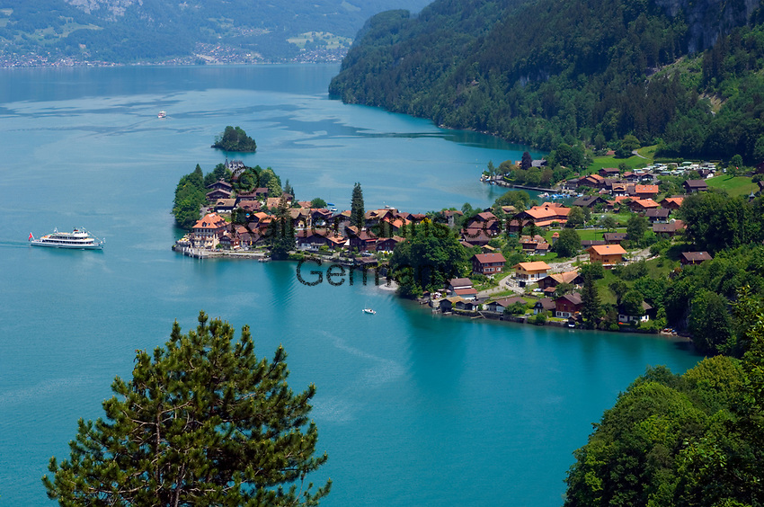 CHE, SCHWEIZ, Kanton Bern, Berner Oberland, Iseltwald am Brienzersee: beliebtes Ausflugsziel | CHE, Switzerland, Bern Canton, Bernese Oberland, Iseltwald at Lake Brienz: popular destination