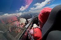 Cockpit: AFRIKA, SUEDAFRIKA, 15.12.2007: Suedafrika,  Gariep, Flugzeug, Segelflugzeug, fliegen, Karoo, Wueste, Cockpit, Mann, Aussenansicht, Haube, Duo Diskus, Doppelsitzer,  Instrumente, Luftbild, Luftansicht, Aufwind-Luftbilder