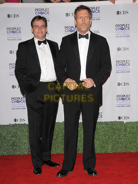 ROBERT SEAN LEONARD & HUGH LAURIE.Arrivals at the 35th Annual People's Choice Awards held at The Shrine Auditorium in Los Angeles, California, USA..January 7th, 2009.full length black tuxedo .CAP/DVS.©Debbie VanStory/Capital Pictures.