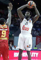 Real Madrid's Othello Hunter (r) and Galatasaray Odeabank Istambul's   Deon Thompson during Euroleague, Regular Season, Round 5 match. November 3, 2016. (ALTERPHOTOS/Acero) /NORTEPHOTO:COM