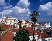 Portugal, Lissabon: Miradouro da Santa Luzia mit Blick ueber die Alfama (Altstadt) | Portugal, Lisbon: Miradouro da Santa Luzia with view across the Alfama (old town)