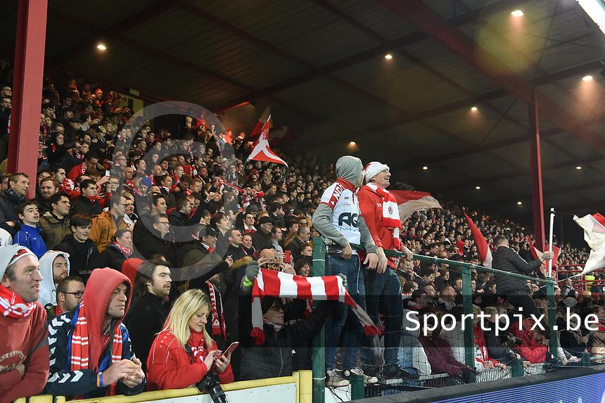1/8 finale Croky Cup<br /> KV KORTRIJK - SV ZULTE WAREGEM :<br /> uitbundige KVK fans na de match<br /> <br /> Foto VDB / Bart Vandenbroucke