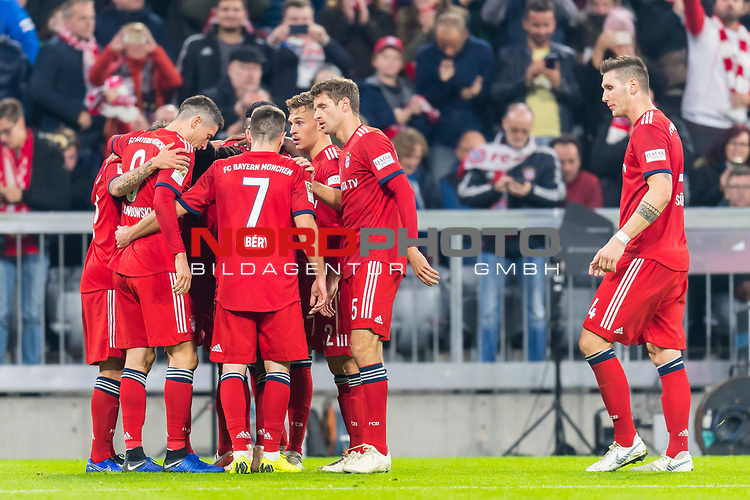 03.11.2018, Allianz Arena, Muenchen, GER, 1.FBL,  FC Bayern Muenchen vs. SC Freiburg, DFL regulations prohibit any use of photographs as image sequences and/or quasi-video, im Bild Jubel nach dem Tor zum 10-durch Serge Gnabry (FCB #22) <br /> <br />  Foto © nordphoto / Straubmeier