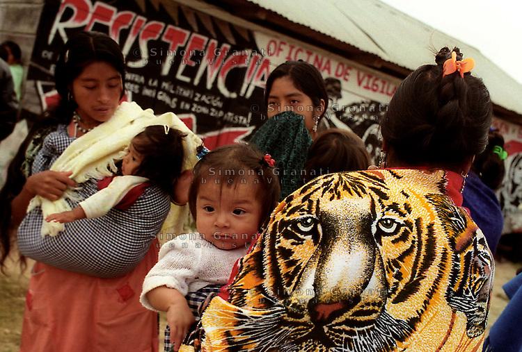 Messico,Chiapas Gennaio 2006<br /> La Garrucha.<br /> L'Altra Campagna che porta gli Zapatisti in  tutto il paese<br /> The Other Campaign.&quot;.The &quot;Delegate Zero (Subcomandante Marcos) of the Zapatista Army of National Liberation, in a matter that touches many states of Mexico.