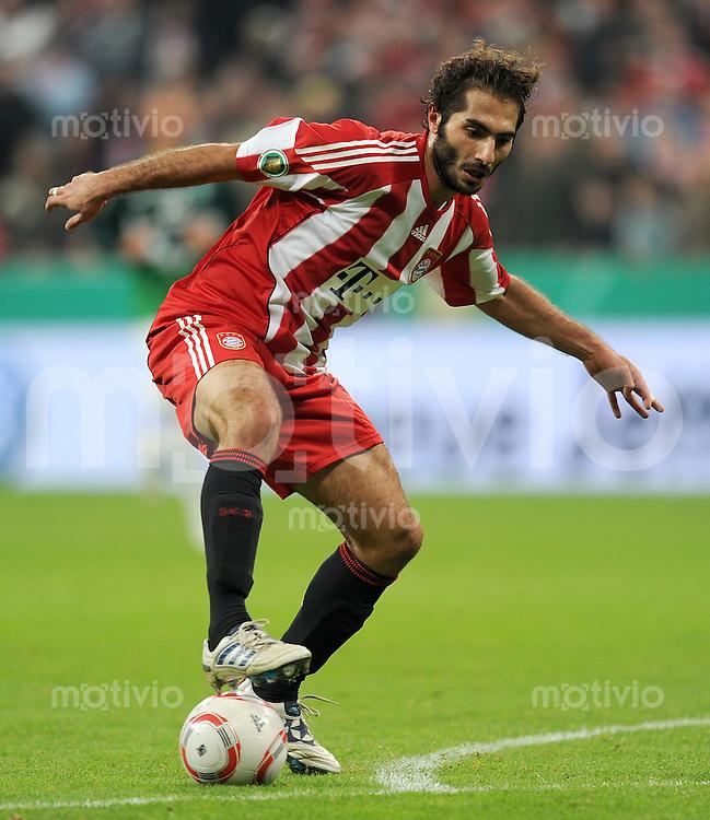 Fussball DFB Pokal:  Saison   2010/2011    2. Hauptrunde  26.10.2010 FC Bayern Muenchen - SV Werder Bremen Hamit Altintop (FC Bayern Muenchen)