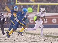 Philadelphia, PA - December 9, 2017:    Army Black Knights quarterback Ahmad Bradshaw (17) runs the ball during the 118th game between Army vs Navy at Lincoln Financial Field in Philadelphia, PA. (Photo by Elliott Brown/Media Images International)