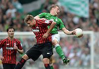 FUSSBALL   1. BUNDESLIGA   SAISON 2012/2013    33. SPIELTAG SV Werder Bremen - Eintracht Frankfurt                   11.05.2013 Marco Russ (li, Eintracht Frankfurt) gegen  Felix Kroos (re, SV Werder Bremen)