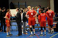 GRONINGEN - Volleybal, Abiant Lycurgus - Dynamo Apeldoorn, Alfa College , Eredivisie , seizoen 2017-2018, 26-11-2017 Dynamo coach Bas Hellinga geeft aan zijgangen bij time out