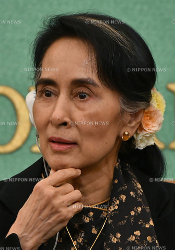 November 4, 2016, Tokyo, Japan - Myanmars de facto leader Aung San Suu Kyi, speaks during a news conference at the Japan National Press Club in Tokyo on Friday, November 4, 2016. Nobel Peace Prize winner Suu Kyi was on a five-day visit to Japan, during which time she visited Kyoto University, where she studied as a researcher 25 years ago.  (Photo by Natsuki Sakai/AFLO) AYF -mis-