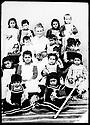 Ottoman Empire 1910? Bodil Biorn, in the middle, Norwegian Missionary  working as a nurse with children in Mush?  Empire Ottoman 1910? Bodil Biorn, missionnaire norvegienne avec des enfants dans un dispensaire a Mush?