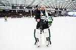 V&auml;ster&aring;s 2014-03-08 Bandy SM-semifinal 4 V&auml;ster&aring;s SK - Hammarby IF :  <br /> V&auml;ster&aring;s m&aring;lvakt Andreas Bergwall &auml;r glad tillsammans smed sin son efter matchen<br /> (Foto: Kenta J&ouml;nsson) Nyckelord:  VSK Bajen HIF jubel gl&auml;dje lycka glad happy