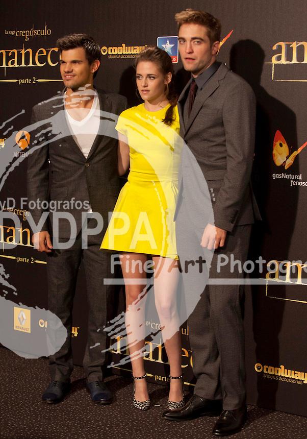 "15/11/2012 Madrid Spain, Premiere ""The Twilight Saga: Breaking Dawn - Part 2"" Spanish Title La saga Crepusculo: Amanecer - Parte 2, in the Cinema Kinepolis, Foto Kristen Stewart, Robert Pattinson Taylor Lautner (C) Nacho Lopez/ DyD Fotografos"