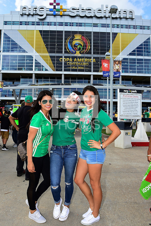 Action photo during the match Mexico vs Venezuela at NRG Stadium Copa America Centenario 2016. ---Foto  de accion durante el partido Mexico vs Venezuela , En el Estadio NRG. Partido Correspondiante al Grupo - C -  de la Copa America Centenario USA 2016, en la foto: Fans<br /> <br /> --- - 13/06/2016/MEXSPORT/Omar Martinez.