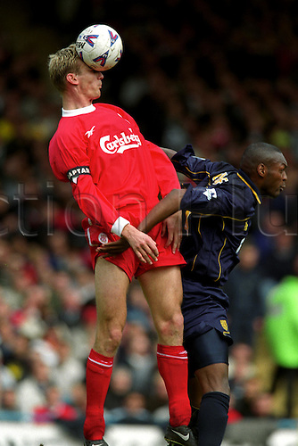 16 April, 2000: Liverpool captain SAMI HYPPIA heads the ball clear during Liverpool's 2 - 1 win at Selhurst Park. Wimbledon 1 v LIVERPOOL 2, FA Cup Photo: Matthew Clarke/Action Plus...soccer football squashed ball effect header headers player jump jumping jumps 000416
