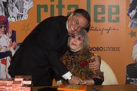 SÃO PAULO, SP, 16.11.2016 -  RITA LEE - Ronnie Von prestigia a cantora Rita Lee durante o lançamento de sua autobiografia, na Livraria Cultura do Conjunto Nacional, na Avenida Paulista, em São Paulo, nesta quarta-feira, 16.(Foto: Ciça Neder / Brazil Photo Press)