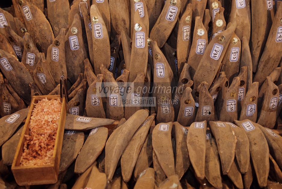 """Asie/Japon/Tokyo/Ueno: Le marché """"Ameyoko"""" -  Katsuobushi, préparation de bonite (Katsuwonus pelamis) séchée, fermentée, et fumée."""