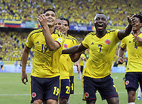 BARRANQUILLA - COLOMBIA - 11 -06 -2013: Teofilo Gutiérre (Izquierda) de la selección  Colombia celebra su gol  contra   la selección del Perú ,partido para la clasificación al mundial Brasil del 2014. Teofilo Gutierrez (left) celebrates a goal against Peru during match for the qualification to the World Cup Brazil 2014 at Metropolitano stadium in Barranquilla. VizzorImage / Felipe Caicedo / Staff