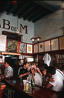 """Cuba/La Havane: Au bar """"La Bodeguita del Medio"""" Calle Empedrado n°207, La Habana Vieja"""