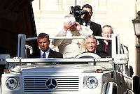 Papa Francesco si sistema la papalina al suo arrivo all'udienza generale del mercoledi' in Piazza San Pietro, Citta' del Vaticano, 3 settembre 2014.<br /> Pope Francis adjusts his skull cap as he arrives for his weekly general audience in St. Peter's Square at the Vatican, 3 September 2014.<br /> UPDATE IMAGES PRESS/Isabella Bonotto<br /> <br /> STRICTLY ONLY FOR EDITORIAL USE