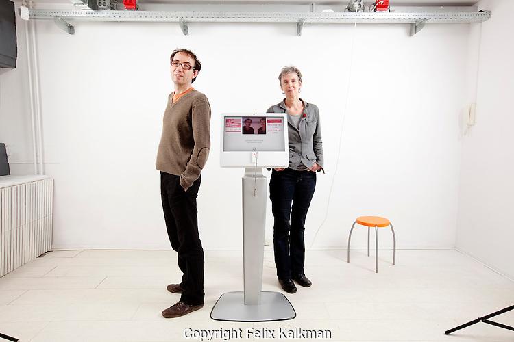 Tilburg, 3 november 2010.Verhalismachine.Jeroen Neus (links) en Carine van Vugt..Foto Felix Kalkman