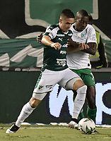 PALMIRA - COLOMBIA, 26-05-2019: Agustin Palavecino del Cali disputa el balón con Helibelton Palacios de Nacional durante partido entre Deportivo Cali y Atlético Nacional por la fecha 4, cuadrangulares semifinales, de la Liga Águila I 2019 jugado en el estadio Deportivo Cali de la ciudad de Palmira. / Agustin Palavecino of Cali vies for the ball with Helibelton Palacios of Nacional during match between Deportivo Cali and Atletico Nacional for the date 4, semifinal quadrangulars, as part Aguila League I 2019 played at Deportivo Cali stadium in Palmira city.  Photo: VizzorImage / Gabriel Aponte / Staff