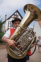 Europe/France/Alsace/67/Bas-Rhin/ Marlenheim:  Musicien de la fanfare lors de la Fête du mariage de l''Ami Fritz