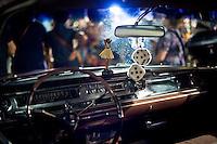 Senigallia, Agosto 2013. L'interno di un'auto d'epoca americana sul lungomare di Senigallia durante il Summer Jamboree.