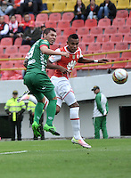 BOGOTA - COLOMBIA - 02-04-2016: William Tesillo (Der.) jugador de Independiente Santa Fe disputa el balón con Leonardo Pico (Izq.) jugador de Patriotas FC, durante partido por la fecha 11 entre Independiente Santa Fe y Patriotas FC,  de la Liga Aguila I-2016, en el estadio Nemesio Camacho El Campin de la ciudad de Bogota.  / William Tesillo (R) player of Independiente Santa Fe struggles for the ball with con Leonardo Pico (L) player of Patriotas FC, during a match of the date 11 between Independiente Santa Fe and Patriotas FC, for the Liga Aguila I -2016 at the Nemesio Camacho El Campin Stadium in Bogota city, Photo: VizzorImage / Luis Ramirez / Staff.
