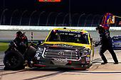 #51: Brandon Jones, Kyle Busch Motorsports, Toyota Tundra American Standard/Eljer/Menards pit stop