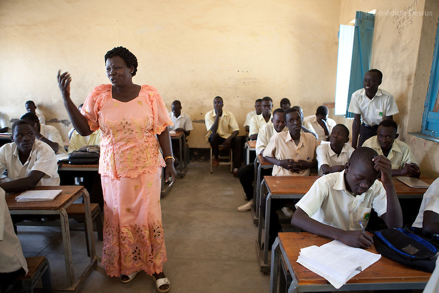 Tuesday 18 january 2011 - Juba, South Sudan - Teacher Josephine Robert teaches Geography to first year secondary school Sudanese students at Supiri Secondary School in Juba, South Sudan. The school is mix boys and girls and is taught in arabic language. Photo credit: Benedicte Desrus