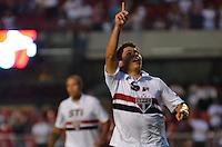 SÃO PAULO, SP, 16 DE FEVEREIRO DE 2013 - CAMPEONATO PAULISTA - SÃO PAULO x ITUANO: Osvaldo comemora gol durante partida São Paulo x Ituano, válida pela 8ª rodada do Campeonato Paulista de 2013, disputada no estádio do Morumbi em São Paulo. FOTO: LEVI BIANCO - BRAZIL PHOTO PRESS.