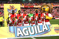 BOGOTA - COLOMBIA - 4-04-2015: Formacion  del Independiente Santa Fe   contra el Deportivo Pasto , durante partido  por la fecha 13 entre Independiente Santa Fe  y Deportivo Pasto de la Liga Aguila I-2015, en el estadio Nemesio Camacho El Campin  de la ciudad de Bogota. / Team of Indepndiente Santa Fe against to Deportivo Pasto, during an  match of the 13 date between La Indepndiente Santa Fe  and Deportivo Pasto   for the Liga Aguila I -2015 at the Nemesio Camacho El Campin  Stadium in Bogota city, Photo: VizzorImage / Felipe Caicedo / Staff.