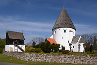Romanische Rundkirche Ols Kirke in Olsker auf der Insel Bornholm, D&auml;nemark, Europa<br /> Romanesque r Ols Kirke in Olsker , Isle of Bornholm Denmarkound church