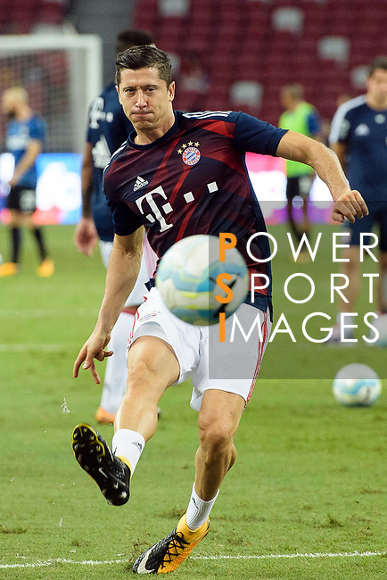 Bayern Munich Forward Robert Lewandowski Warming up during the International Champions Cup match between FC Bayern and FC Internazionale at National Stadium on July 27, 2017 in Singapore. Photo by Marcio Rodrigo Machado / Power Sport Images