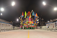 SAO PAULO, SP, 11 FEVEREIRO 2013 - CARNAVAL SP - MORRO DA CASA VERDE - Integrantes da escola de samba Morro da Casa Verde durante desfile do Grupo de Acesso no Sambódromo do Anhembi na região norte da capital paulista, neste domingo, 11 FOTO: LEVI BIANCO - BRAZIL PHOTO PRESS