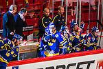 Stockholm 2014-05-03 Ishockey Oddset Hockey Games  Sverige - Finland :  <br /> Sveriges Oscar M&ouml;ller i b&aring;set bland lagkamrater efter sin 2-2 kvittering<br /> (Foto: Kenta J&ouml;nsson) Nyckelord:  Oddset Hockey Games Sverige Swe Tre Kronor Finland Fin Globen Ericsson Globe Arena jubel gl&auml;dje lycka glad happy